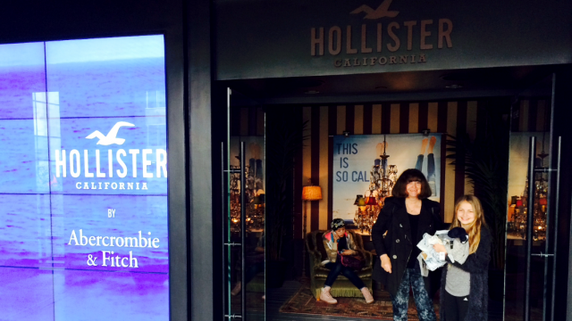 Shoppe i Hollister California by Abercrombie & Fitch
