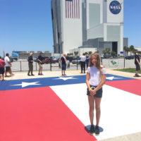 Flaget jeg står på har samme størrelse, som flaget på VAB-bygningen bag mig :-)