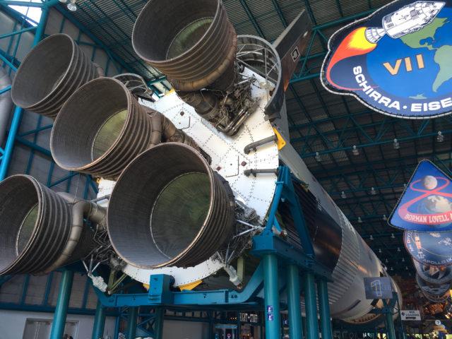 Måneraketten Saturn V på 110 meter